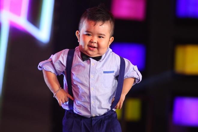 Ku Tin khuay dong san khau voi man nhay Gangnam Style hinh anh