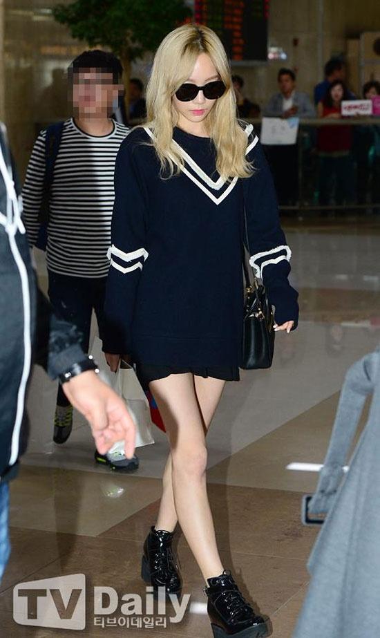Hoc my nhan Han mac gam den sang chanh ma khong bi du hinh anh 3 Tổng thể set đồ của Taeyeon cực hoàn hảo và giúp cô khoe đôi chân thon dài.