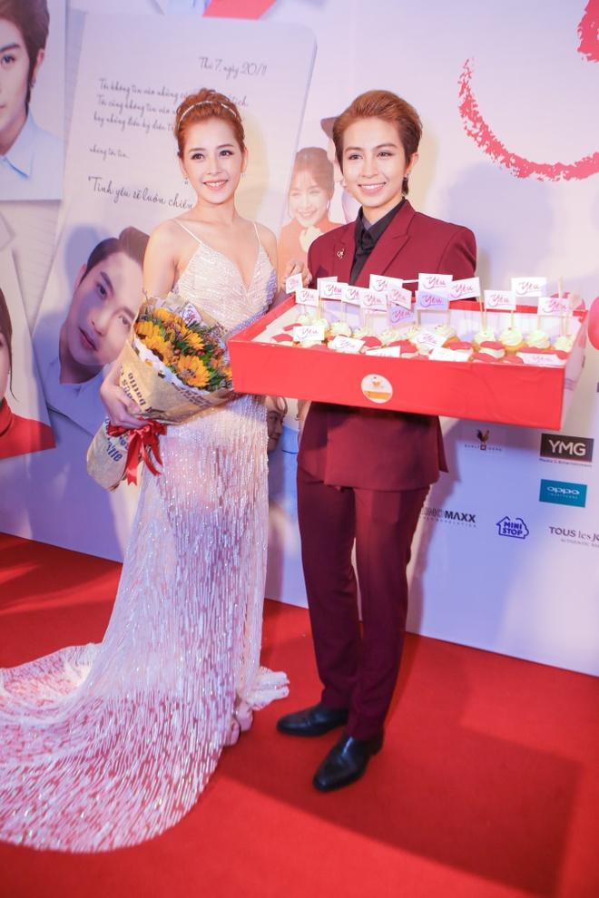 Phan Nhu Thao le bong di xem phim sau le dinh hon dai gia hinh anh 5 s
