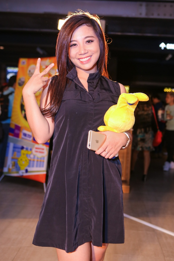 Phan Nhu Thao le bong di xem phim sau le dinh hon dai gia hinh anh 13 s