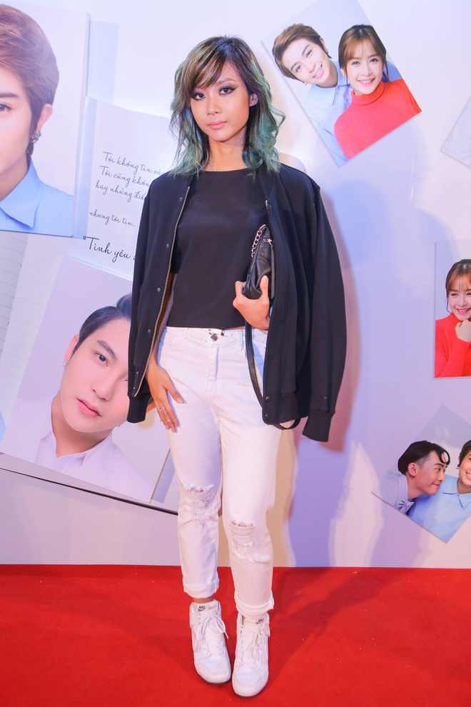 Phan Nhu Thao le bong di xem phim sau le dinh hon dai gia hinh anh 14 s