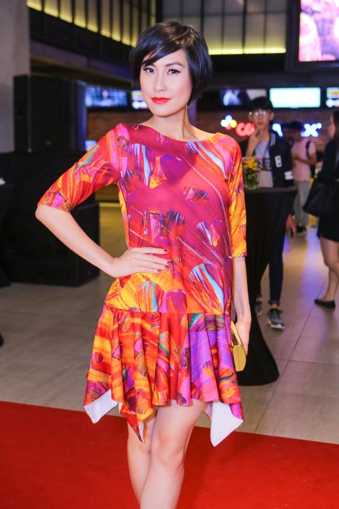 Phan Nhu Thao le bong di xem phim sau le dinh hon dai gia hinh anh 16 s