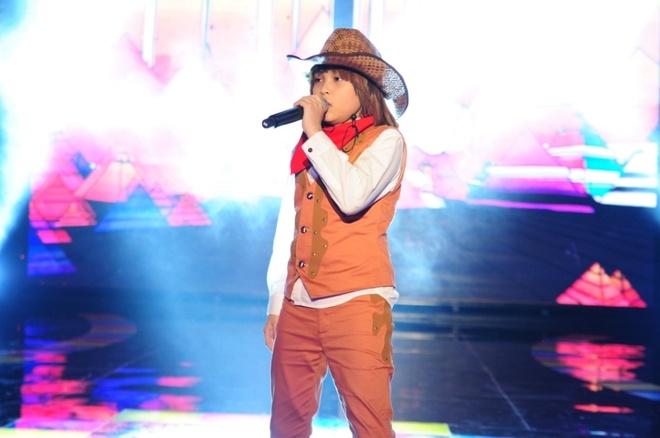 Hot boy nhi trinh dien 'Bang Bang' day lang tu hinh anh 1