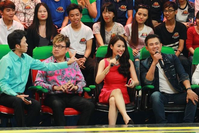 Truong Giang di dom che Van Quang Long que hinh anh 1 Vân Quang Long (bìa phải) bối rối khi bị MC Trường Giang