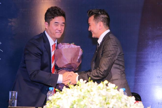 Dam Vinh Hung nhan danh hieu Ngoi sao chau A 2015 hinh anh 3