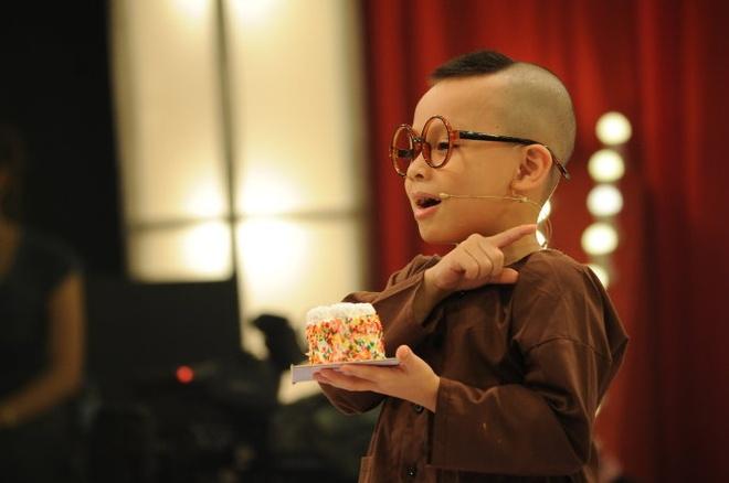Hoan canh xot xa cua cau be 4 tuoi o Thach thuc danh hai hinh anh 1 An Khang trong chương trình Thách thức danh hài.
