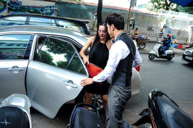 Ung Hoang Phuc cham soc vo mang bau 4 thang o su kien hinh anh 1