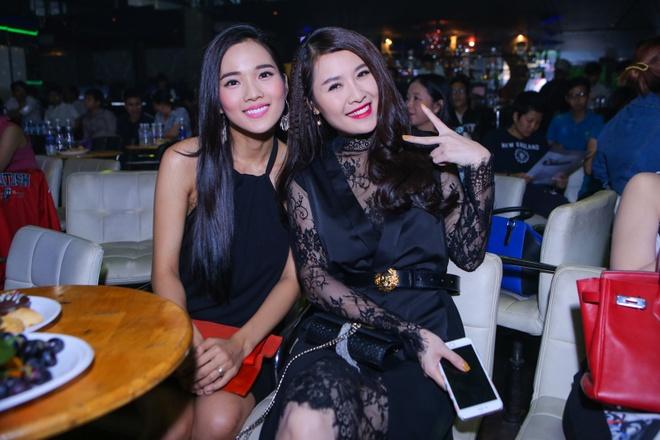 Ung Hoang Phuc cham soc vo mang bau 4 thang o su kien hinh anh 6