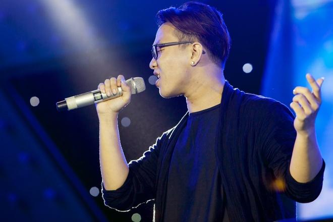 Fan nu bat khoc khi duoc Son Tung M-TP om chat hinh anh 11 s