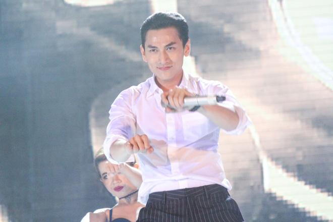My Tam - Thu Minh dot chay dai nhac hoi 30.000 nguoi hinh anh 8