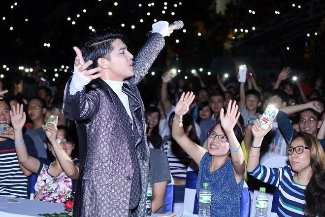 My Tam - Thu Minh dot chay dai nhac hoi 30.000 nguoi hinh anh 11
