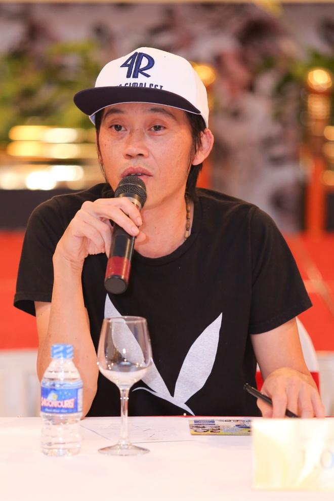 Hoai Linh mang dep le di su kien hinh anh 2 s