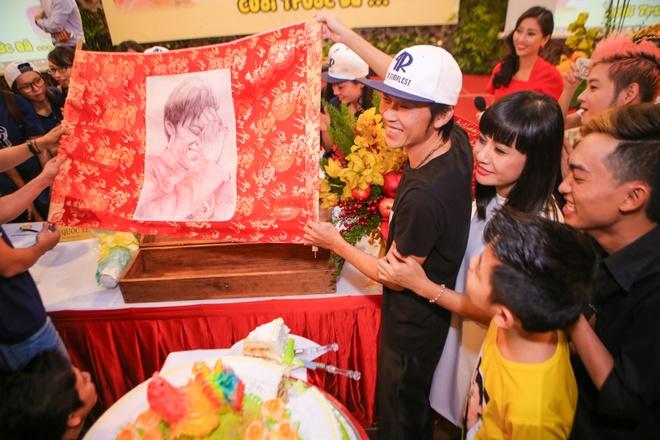 Hoai Linh mang dep le di su kien hinh anh 8 s