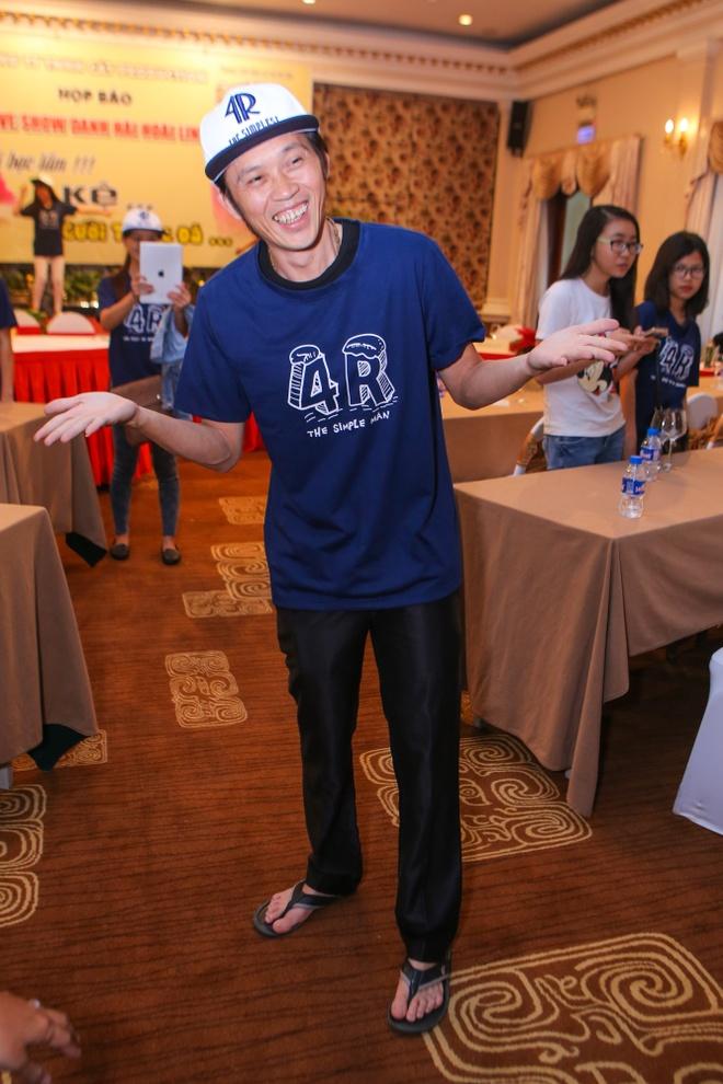 Hoai Linh mang dep le di su kien hinh anh 1 s