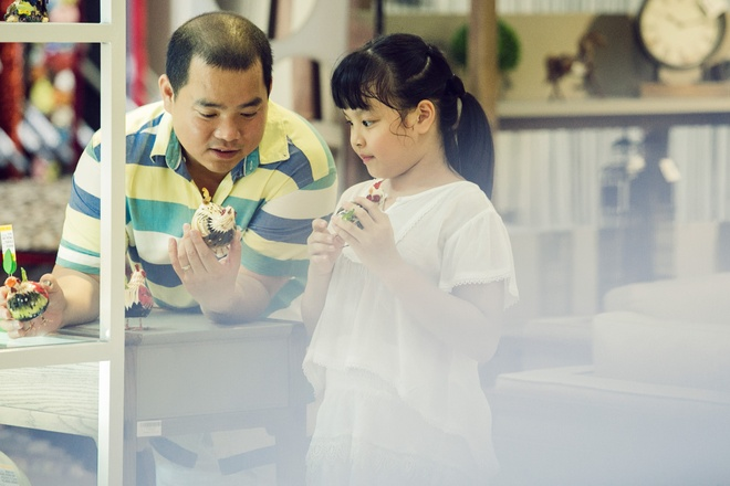 Con gai Thuy Hanh quay tung khi di mua sam cung ba me hinh anh 4
