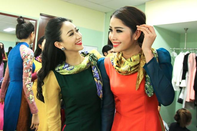 Pham Huong lan dau catwalk sau Hoa hau Hoan vu hinh anh 8