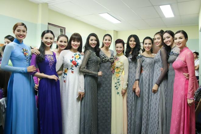 Pham Huong lan dau catwalk sau Hoa hau Hoan vu hinh anh 9