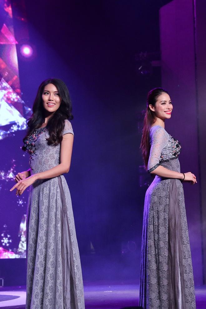 Pham Huong lan dau catwalk sau Hoa hau Hoan vu hinh anh 6