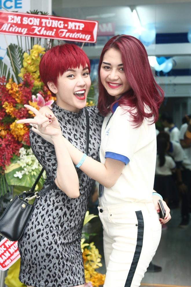 Son Tung M-TP, Thieu Bao Tram mac do giong nhau du su kien hinh anh 2