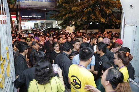 4.000 khan gia chen lan vao xem show Hoai Linh hinh anh 1