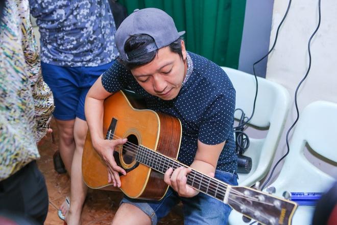 Hau truong vui nhon trong live show  Hoai Linh hinh anh 7