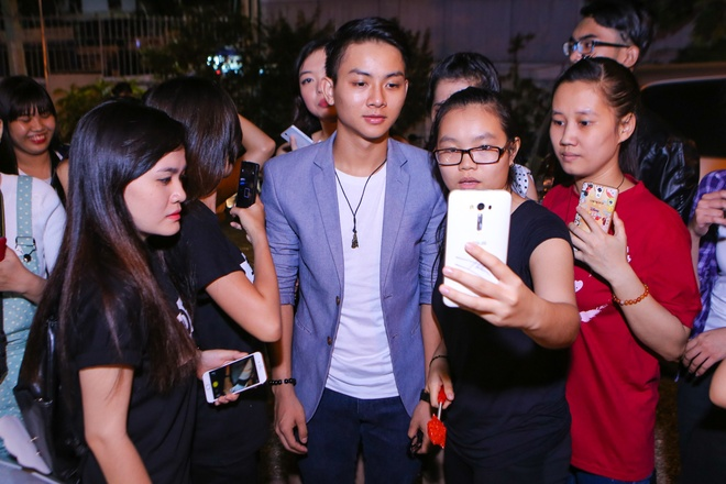 Hau truong vui nhon trong live show  Hoai Linh hinh anh 2