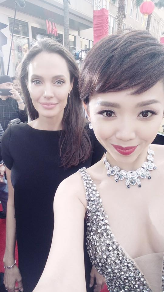 Toc Tien khoe anh chup cung Angelina Jolie hinh anh 1