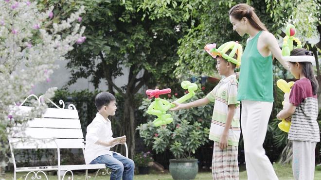 Son Tung M-TP tinh cam voi Chi Pu trong MV Tet hinh anh 6