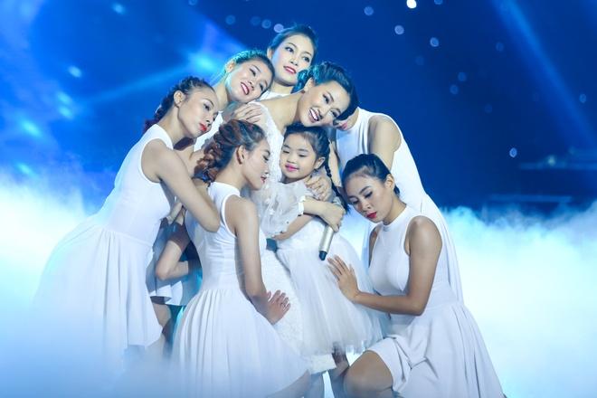 Maya, Hoang Thuy Linh mang nhac Trinh len san khau The Remix hinh anh 1