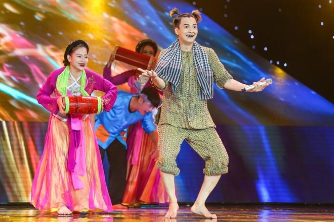 Maya, Hoang Thuy Linh mang nhac Trinh len san khau The Remix hinh anh 2