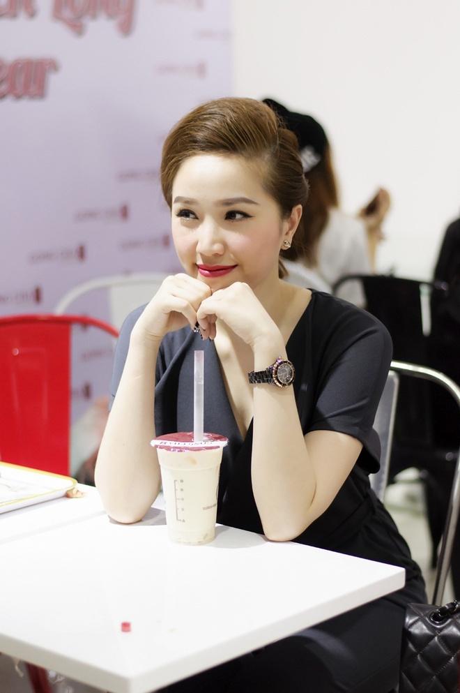 Huynh Anh cham soc ban gai Hoang Oanh o su kien hinh anh 5