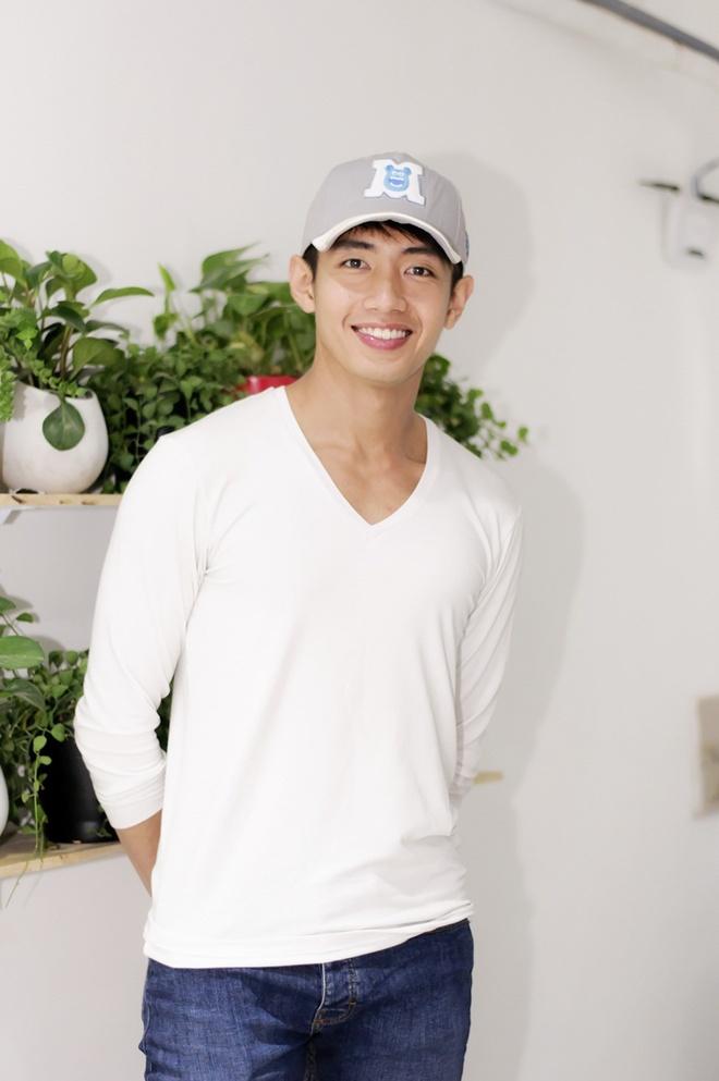 Huynh Anh cham soc ban gai Hoang Oanh o su kien hinh anh 7