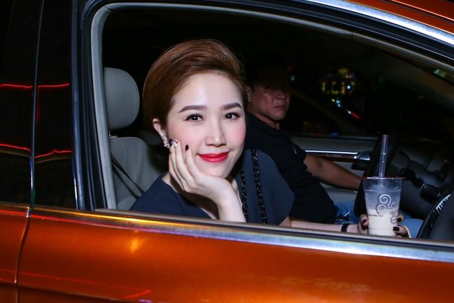 Huynh Anh cham soc ban gai Hoang Oanh o su kien hinh anh 6