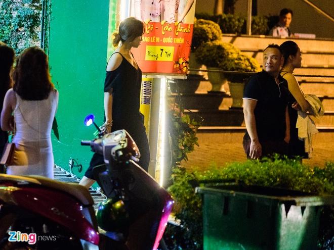Tran Thanh va Hari Won di an khuya mung ngay Tinh nhan hinh anh 1