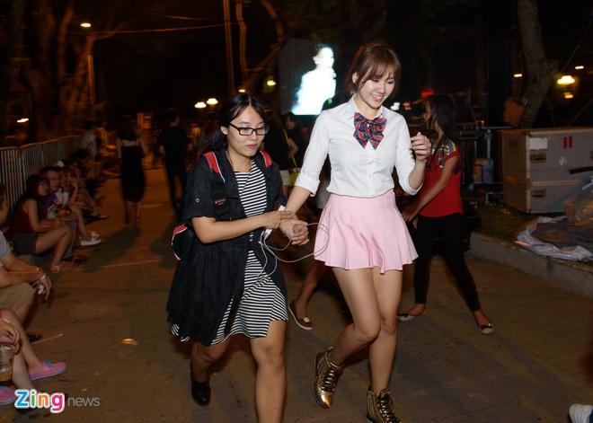 Tran Thanh va Hari Won di an khuya mung ngay Tinh nhan hinh anh 12