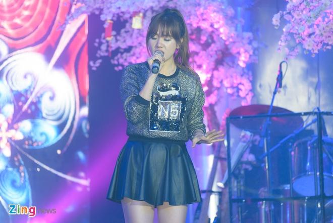 Tran Thanh va Hari Won di an khuya mung ngay Tinh nhan hinh anh 13