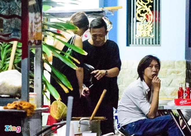 Tran Thanh va Hari Won di an khuya mung ngay Tinh nhan hinh anh 5