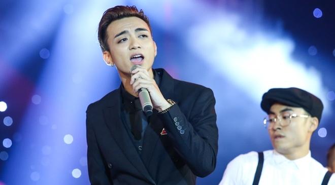 Soobin Hoang Son bung no khi lan dau hat nhac 'sen' hinh anh