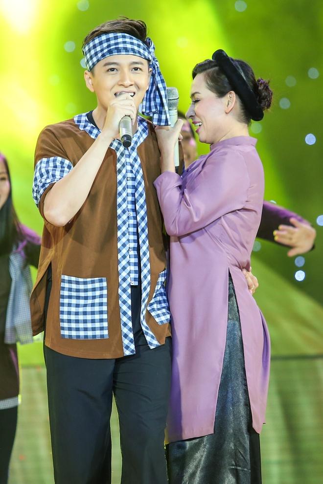 Soobin Hoang Son bung no khi lan dau hat nhac 'sen' hinh anh 7