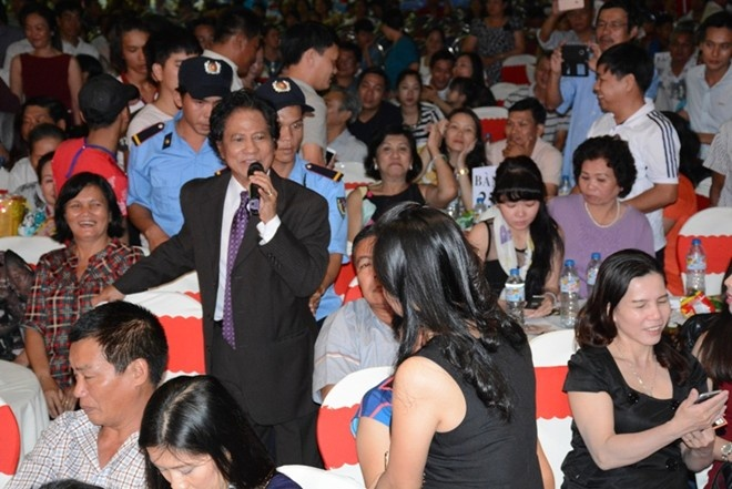 Che Linh di tim tinh yeu trong tour dien tai mien Nam hinh anh 1
