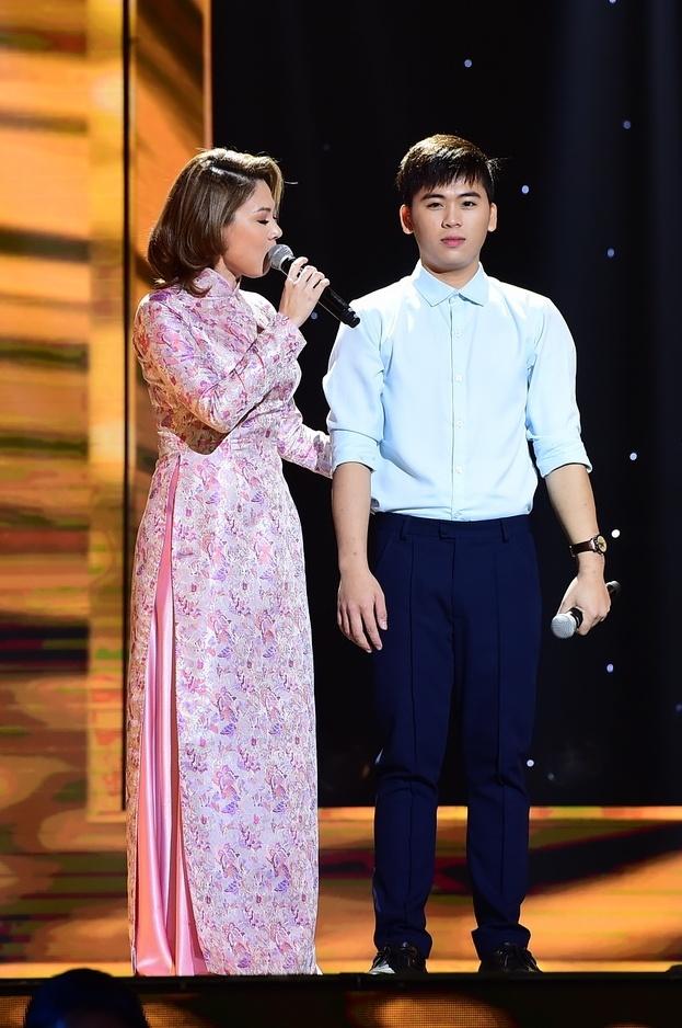 Hot boy 18 tuoi khien Quang Linh thich thu khi hat bolero hinh anh 2