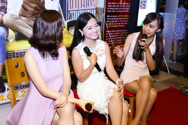 Angela Phuong Trinh di su kien cung me hinh anh 3