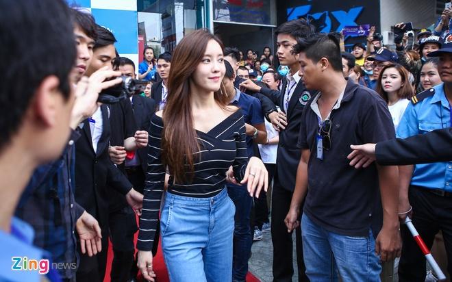 T-ara den Viet Nam,  fan Viet tang qua T-ara anh 9