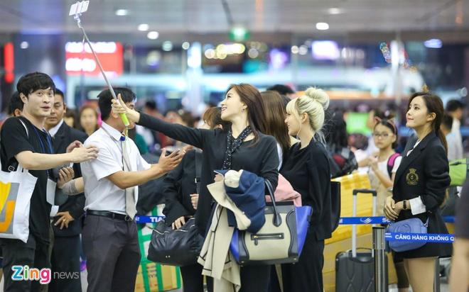 T-ara den Viet Nam,  fan Viet tang qua T-ara anh 3