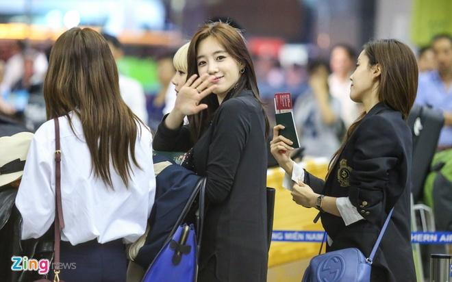 T-ara den Viet Nam,  fan Viet tang qua T-ara anh 1