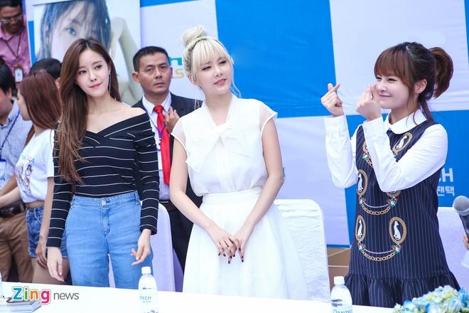 T-ara den Viet Nam,  fan Viet tang qua T-ara anh 5