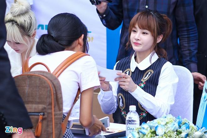 T-ara den Viet Nam,  fan Viet tang qua T-ara anh 8