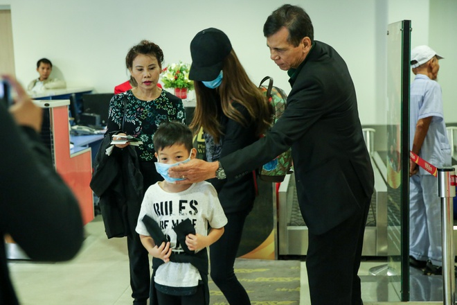Ho Ngoc Ha am tham ve mien Trung tham ba con vung lu anh 4