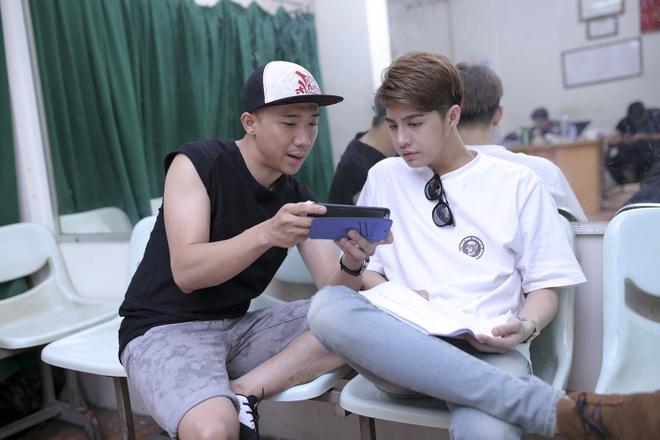 Tran Thanh cang thang tap luyen cho live show hinh anh 2