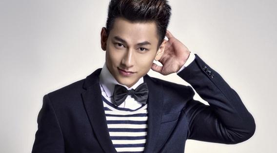 Isaac ngoi ghe nong Vietnam Idol Kids hinh anh